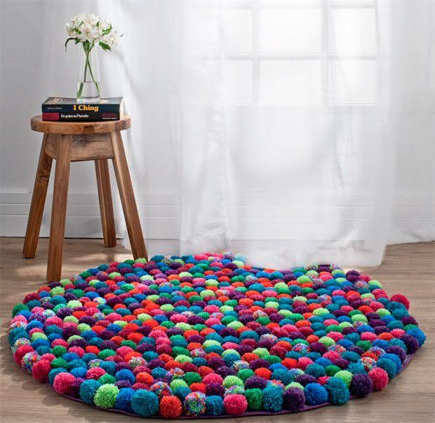 Tapete de crochê com bolinhas coloridas