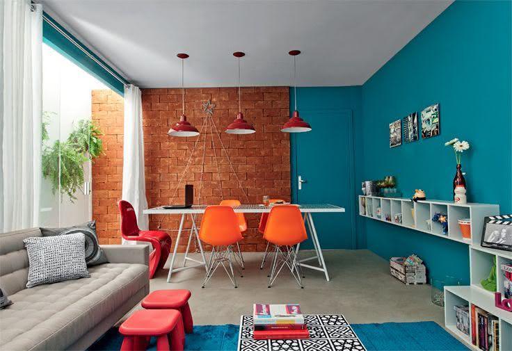 Sala De Estar Azul E Bege ~ Imagem 25 – Tapete azul na sala de estar com estilo jovial