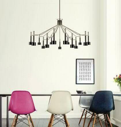 Salas de jantar com cadeiras coloridas