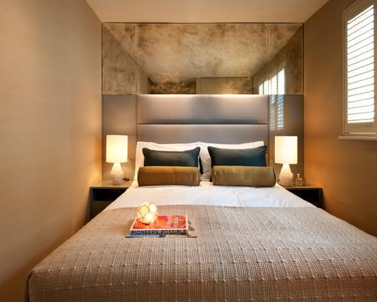 Projeto de quarto de casal pequeno com estilo simples