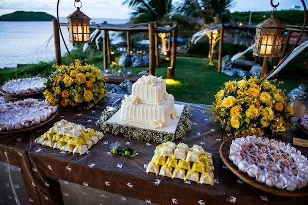 50 Mesas de Bolo de Casamento Inspiradoras Fotos -> Decoração De Mesa Do Bolo Para Casamento Simples
