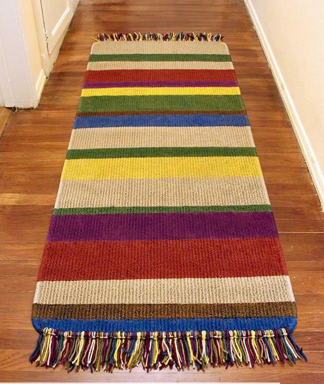 Tapete de crochê com listras coloridas