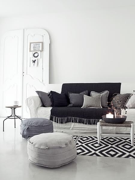 Tapete de crochê preto e branco para sala