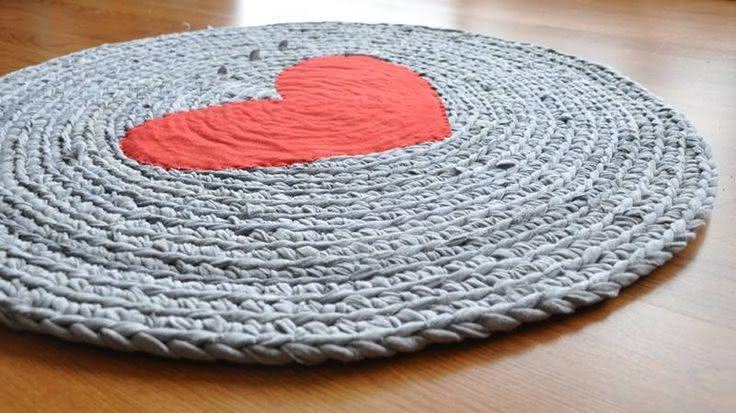 Tapete de crochê com coração