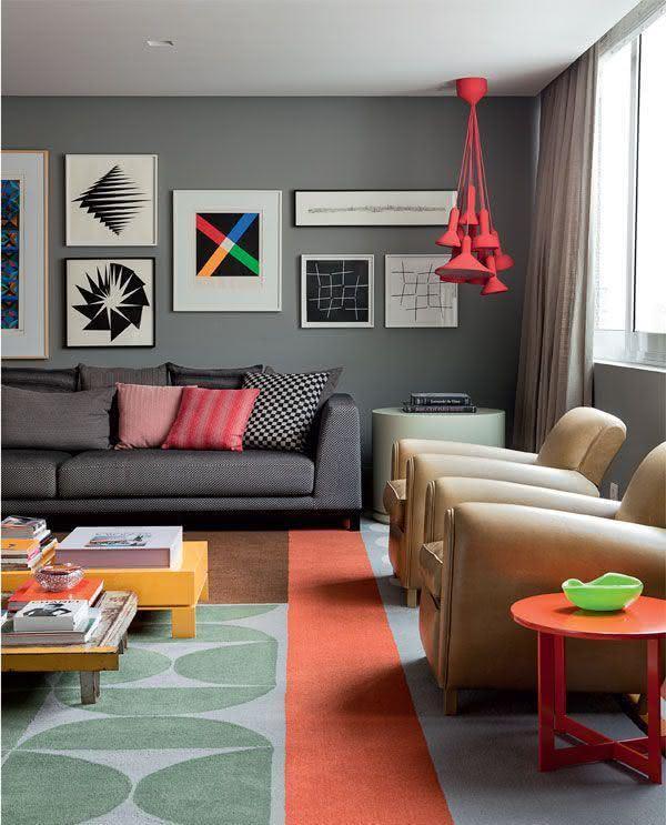 Sala De Estar Cinza E Lilás ~  49 – Composição de quadros na parede inteira na sala de estar