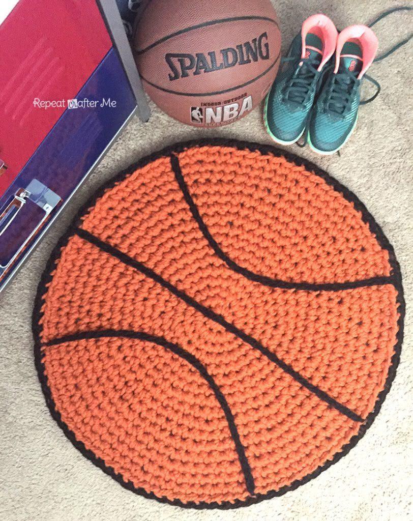 Tapete temático em forma de bola de basquete