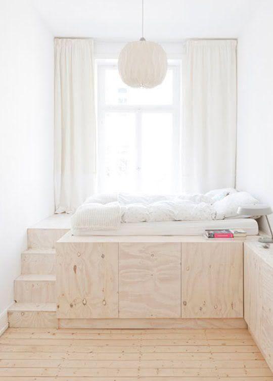 A base da cama dá lugar para armários e uma bancada!