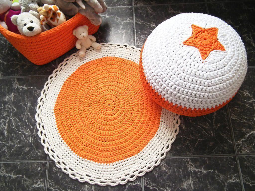 Conjunto com pufe e cesta de crochê