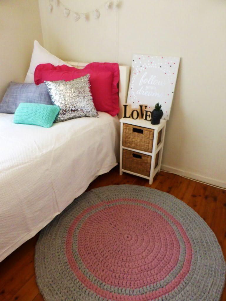 Cinza e rosa para um quarto de menina