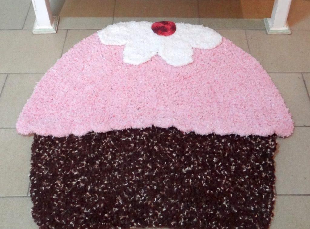 Tapete com forma de bolo