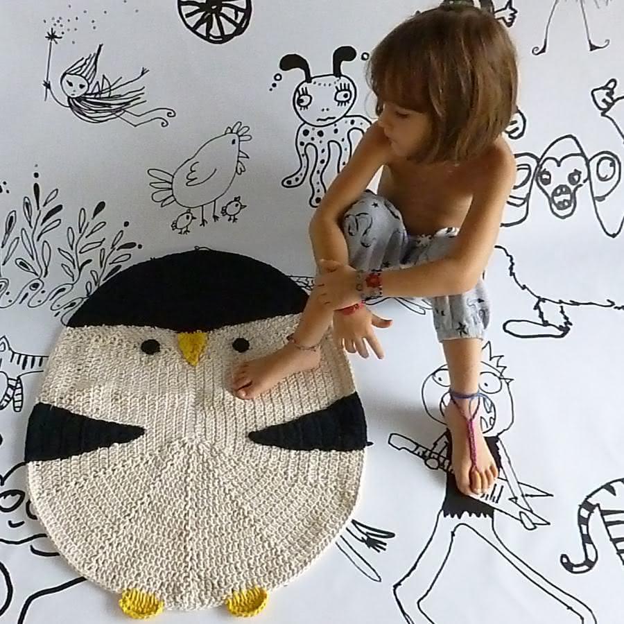 Tapete de crochê com formato de pinguim