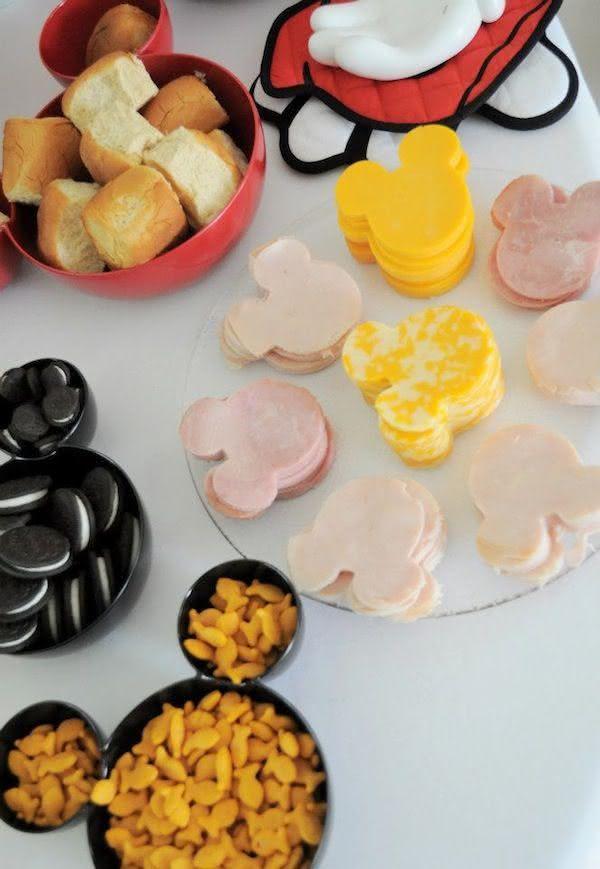 Abra o apetite da criançada com uma mesa de frios divertida