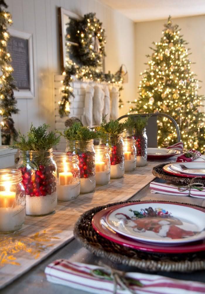 Mesa de Natal com potes de vidro decorados