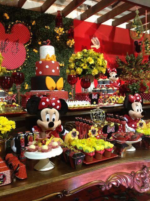 Imagem 35 – Decoração da Minnie para mesa principal com estilo