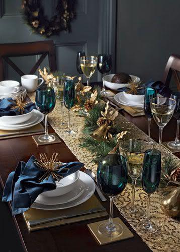 Mesa de Natal com decoração azul e dourado