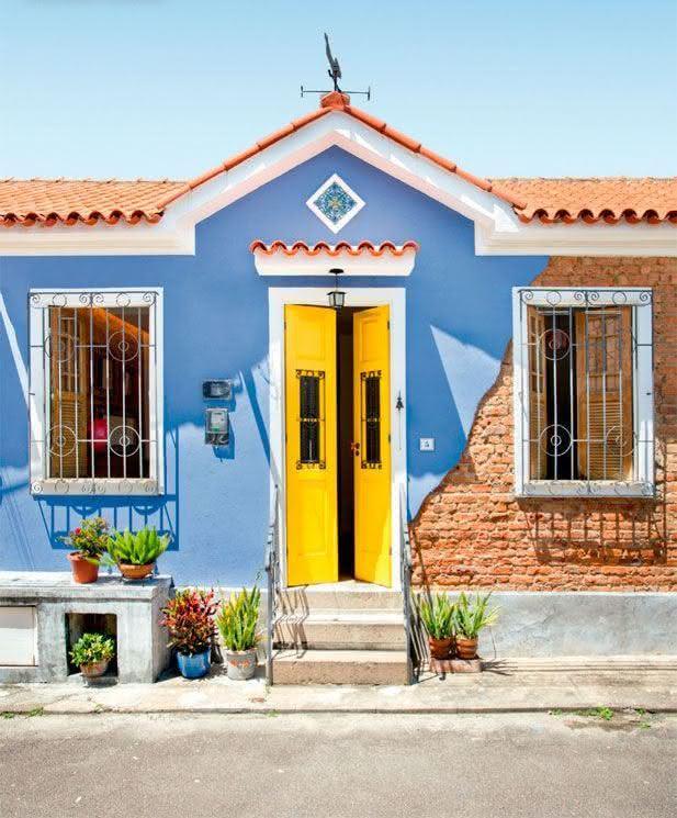 50 casas pintadas e coloridas para te inspirar for Frentes de casas pintadas