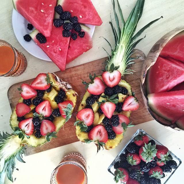 Utilize a casca da fruta como suporte para as outras