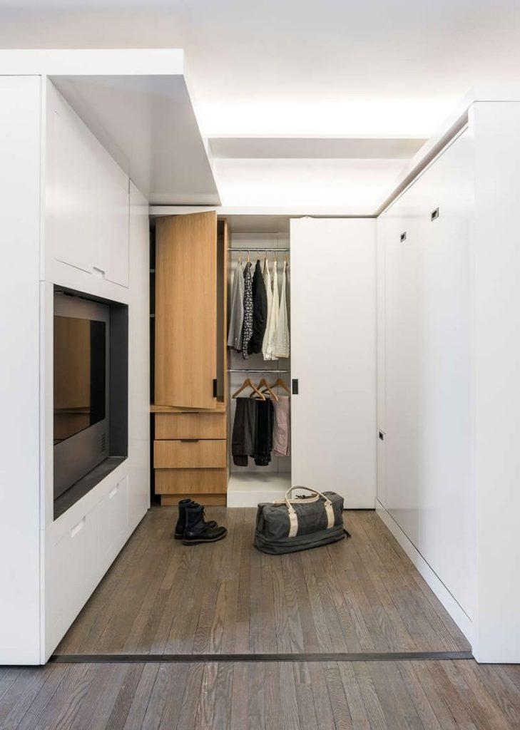 O armário embutido é bom para ganhar espaço.