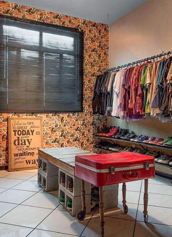 Utilize materiais recicláveis para montar seu closet.