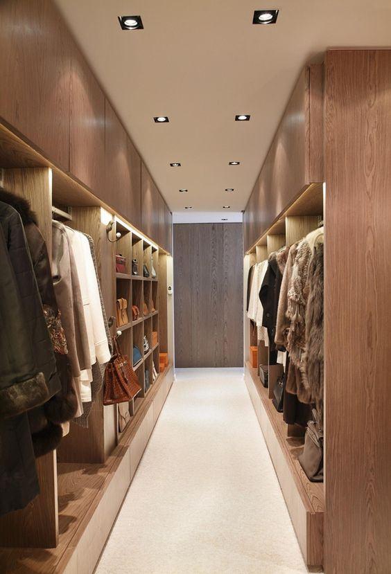 Closet estilo corredor.