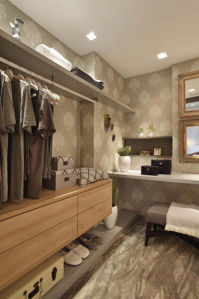 Papel de parede decoram o closet de forma prática e barata!