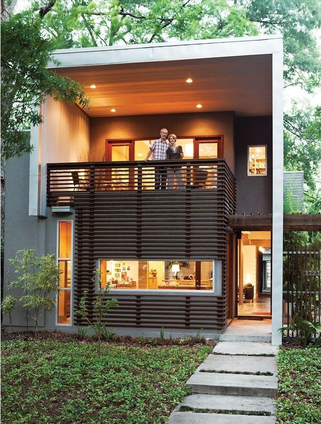 50 fachadas de casas estreitas inspiradoras - Protruding balcony modern house plans ...
