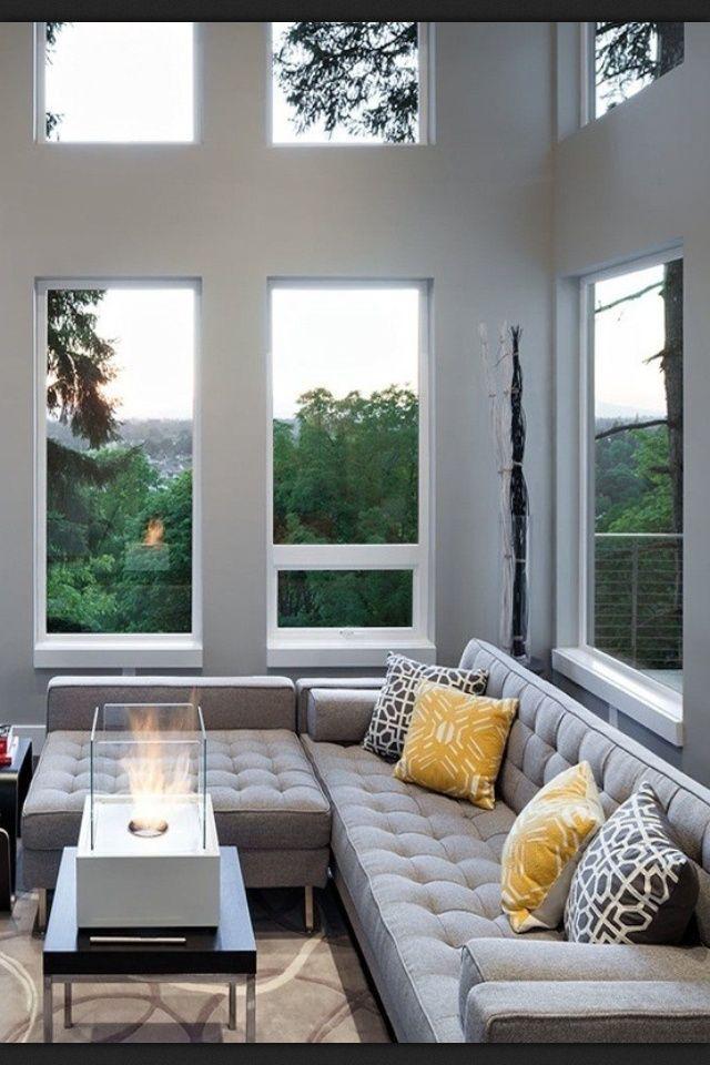 Olha que sofá legal, ele tem uma parte flexível que pode ser montado de várias maneiras.