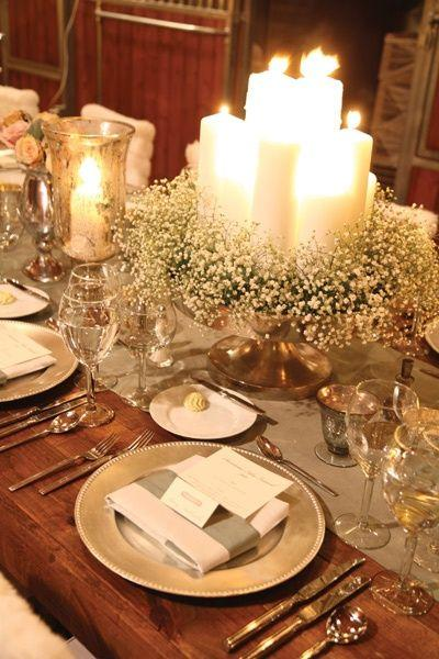 Mesa de jantar com toalha prata