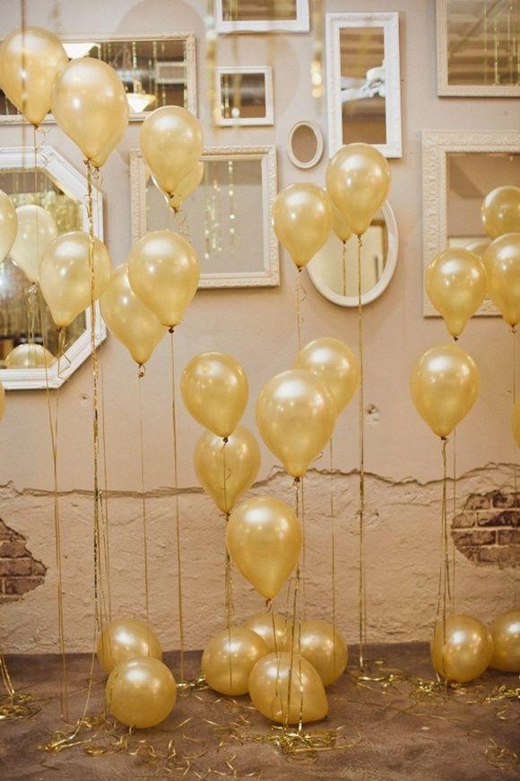 Balões suspensos para festa de Reveillon