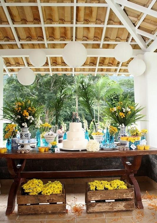 decoracao de casamento azul e amarelo simples : decoracao de casamento azul e amarelo simples:Imagem 20 – Decoração de casamento amarelo para mesa de convidados
