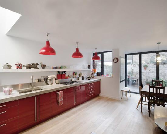 Para quem possui um espaço para uma cozinha longa pode investir nessa ideia com armários somente na parte inferior