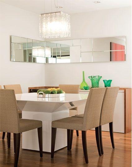 Sala De Jantar Pequena E Barata ~ Imagem 20 – Sala de jantar com espelho contornando duas paredes