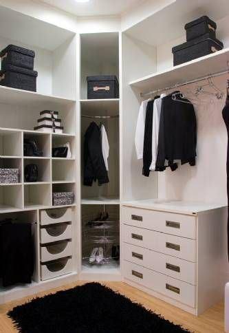 Utilize os cantos das paredes para ganhar mais espaço.