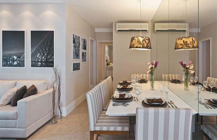 Espelho Para Sala De Jantar Em Bh ~ Imagem 25 – Sala de jantar com espelho cobrindo parede inteira