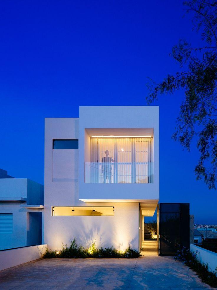 50 fachadas de casas estreitas inspiradoras for Casa minimalista 80 metros