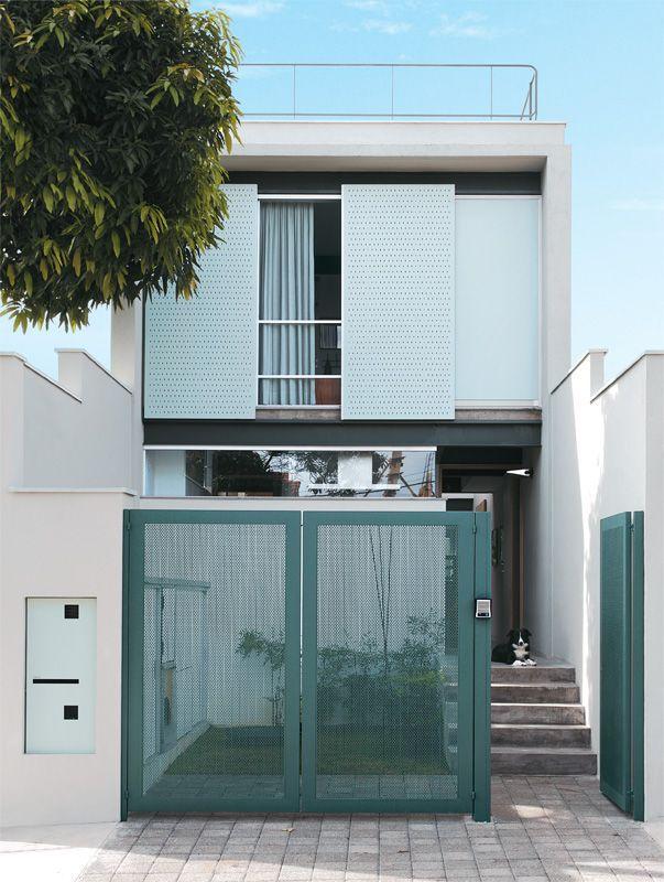 50 fachadas de casas estreitas inspiradoras for Modelos de fachadas modernas
