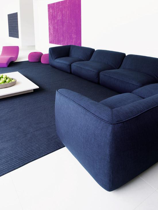 Esse modelo vem com as peças separadas. Uma ótima ideia para quem gosta de mudar a disposição do sofá.