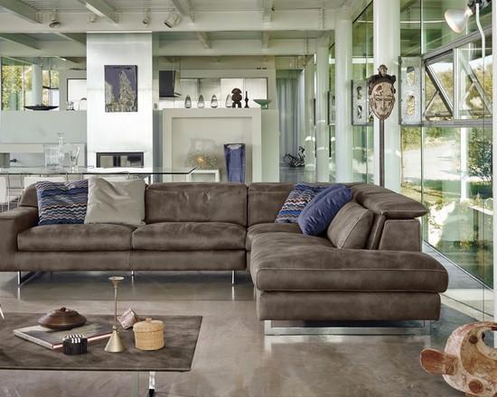 A base metálica do sofá deixa com um aspecto mais sofisticado.
