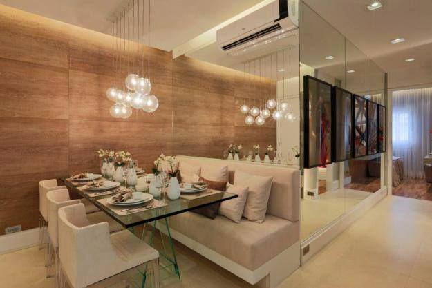 Sala De Jantar Com Vidro Na Parede ~ Imagem 44 – Sala de jantar com composição de espelhos formando um