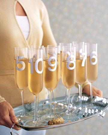 Taças com número para festa de Reveillon