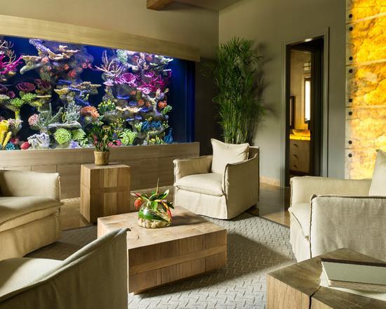 Para ambientes sóbrios nada melhor que um aquário para dar uma cor.