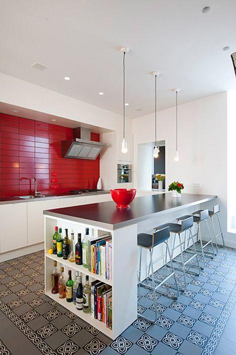 Azulejo vermelho já dá o charme da cor que a cozinha precisava