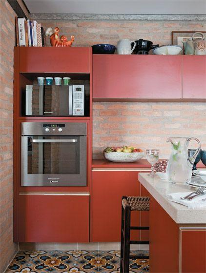 Modelo de armário vermelho para uma cozinha com estilo rústico