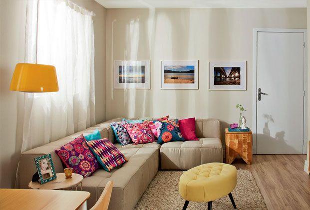 Um encosto mais baixo deixa o sofá com um aspecto visual mais leve.