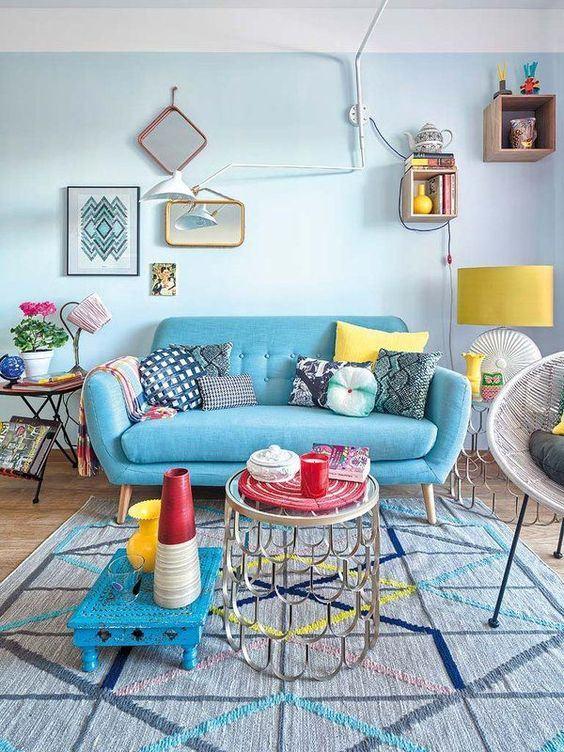 O azul claro também deve ser combinado com objetos coloridos para ter um ambiente mais divertido.