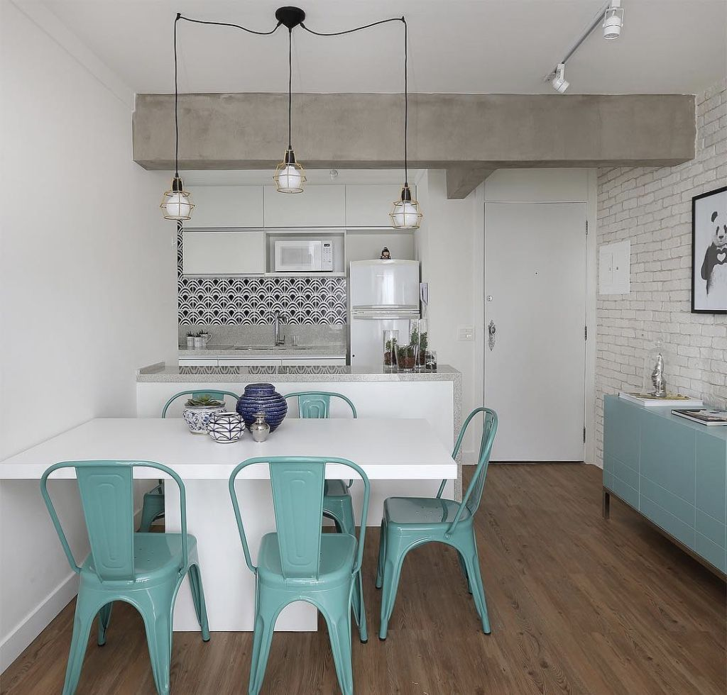 Uma bancada na cozinha e uma mesa pequena às vezes pode ser o suficiente para sua casa.