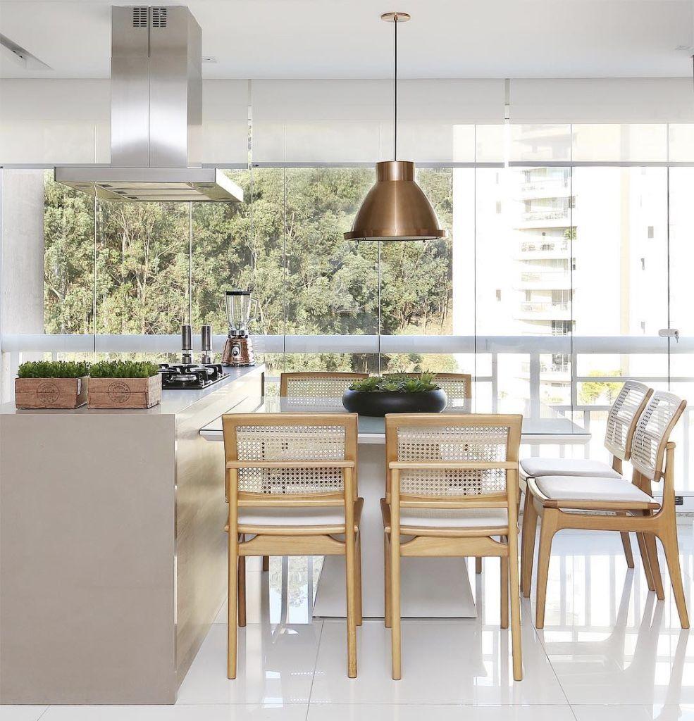 Com a tendência da cozinha gourmet, ficou fácil montar um espaço para reunir amigos e familiares