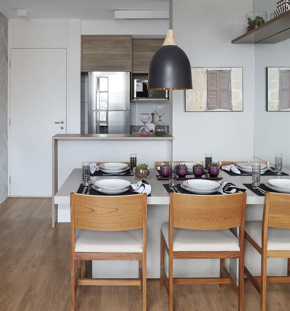 Apartamentos pequenos pedem poucas divisórias e mais integração.