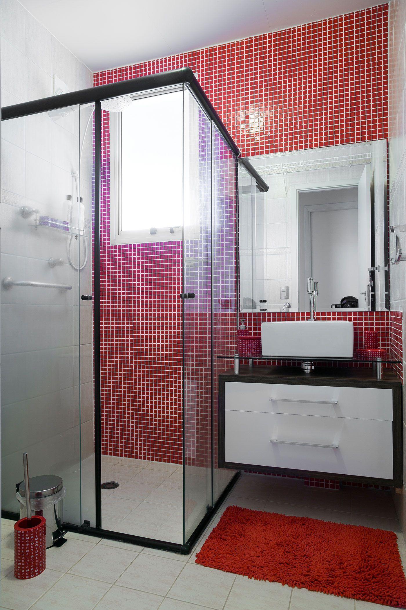 Ou então em uma parede inteira que destaque ao entrar no banheiro.
