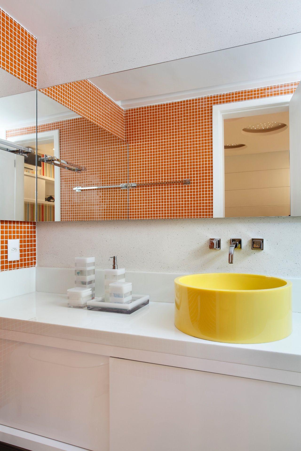 50 Banheiros Decorados com Pastilhas (melhores fotos!) -> Cuba Para Banheiro Amarela